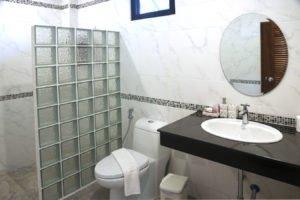 jasmine_bathroom_1350
